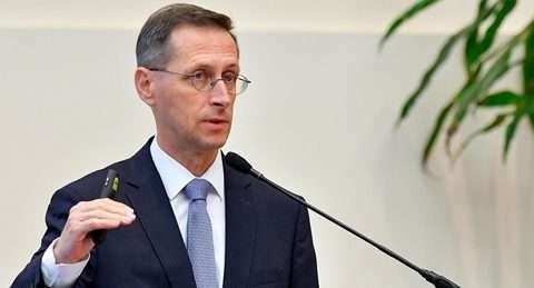Vállalkozás: Varga Mihály hatalmas adócsökkentésről posztolt, hatalmas csúsztatásokkal   hvg.hu – hvg.hu